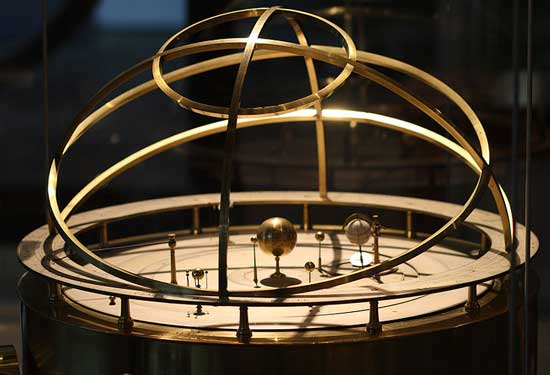 Grand orrery in Putnam Gallery via Ragesoss from Wikipedia